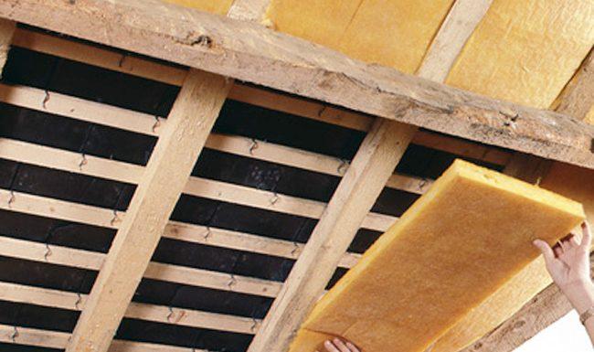 comment poser de la laine de verre sous toiture | Charpentier et couvreur