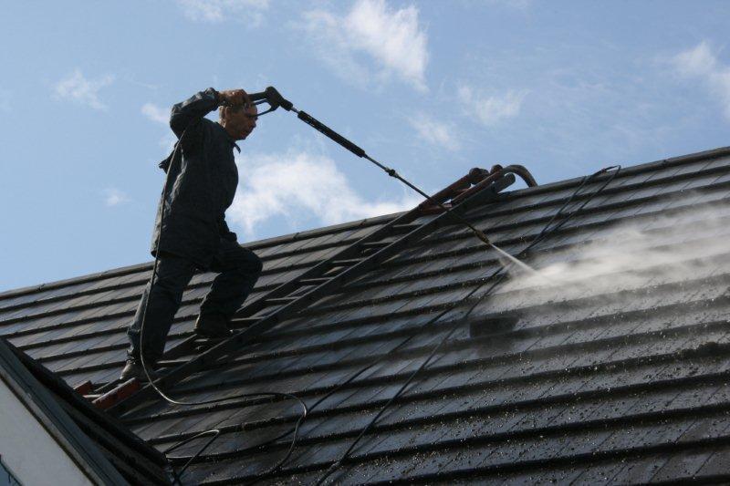 nettoyer toit ardoise | Charpentier et couvreur